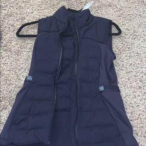 Size 4 lulu lemon vest NEVER WORN